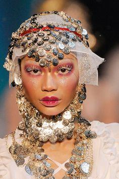 themakeupbrush: Chanel Iman at John Galliano Fall – Tresa Kuntz fashion lover John Galliano, Galliano Dior, Chanel Iman, Catwalk Makeup, Runway Makeup, Couture Makeup, Dior Couture, Makeup Tumblr, Get Funky