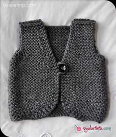 baby knitted vest pattern – Knitting Tips Knit Vest Pattern, Sweater Knitting Patterns, Knitting For Kids, Free Knitting, Vintage Knitting, Couture Bb, Knitted Baby Clothes, Baby Cardigan, Baby Sweaters