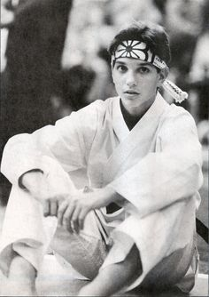 Ralph Macchio (Johnny) as the original Karate Kid. The Karate Kid 1984, Karate Kid Movie, Karate Kid Cobra Kai, Daniel Son Karate Kid, Ralph Macchio, Charlie Chaplin, Best Kids Watches, Image Film, Portraits