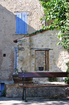 The colour and the texture of the wall La Provence France, Provence Style, Aix En Provence, Provance France, Visit France, South Of France, Art Studio Design, Blue Shutters, Famous Castles