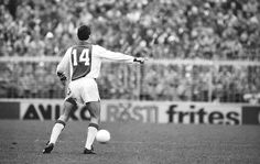 His great comeback at Ajax: Johan Cruyff Photo: Hans Heus World Football, Sport Football, Good Soccer Players, Football Players, Afc Ajax, Great Comebacks, Football Memorabilia, Football Design, Fc Barcelona