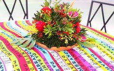 Uma comemoração dupla: o aniversário de 70 anosdo anfitrião + seus 45 anos de casamento. Como ele é baiano, a decoração, assinada pela Miss Sugar, foi tem