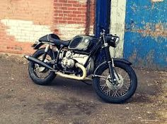 BMW motorcycles from the and provide a somewhat unexpected platform for café racer conversions, the bikes (largely) weren't designed as speed R Cafe, Cafe Bike, Cafe Moto, Bike Bmw, Bmw Cafe Racer, Cafe Racers, Bmw Motorcycles, Vintage Motorcycles, Custom Motorcycles