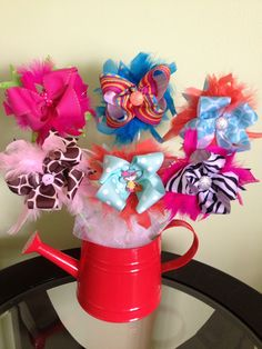 Feather hairbows Bow Bouquet, Candy Bouquet, Ribbon Hair Bows, Girl Hair Bows, Easter Baskets, Gift Baskets, Cute Gifts, Diy Gifts, Funky Bow