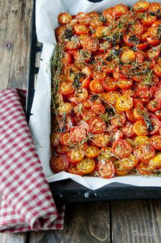 Roasted Cherry Tomatoes, Quiches, Eat To Live, Vegetable Pizza, Vegetarian Recipes, Side Dishes, Brunch, Veggies, Appetizers