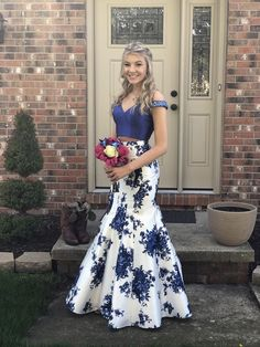 Two-Piece Floor Length Print Prom Dress on Luulla Source by dresses idea Floral Prom Dresses, Pretty Prom Dresses, Prom Dresses Blue, Mermaid Dresses, Formal Evening Dresses, Cute Dresses, Mermaid Gown Prom, Two Piece Homecoming Dress, Homecoming Dresses Long