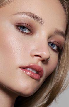 Eyeshadow Brushes, Eyeshadow Palette, Green Chemistry, Most Beautiful Eyes, Best Beauty Tips, Blush Brush, Bronzer, Sculpting, Makeup Looks