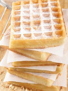 Lightweight and light waffles - waffles - # Adela& Recipes - Crepes Rezepte - Fun Desserts, Dessert Recipes, Cake Recipes, Pancakes And Waffles, French Pastries, Love Food, Sweet Recipes, Breakfast Recipes, Food Porn