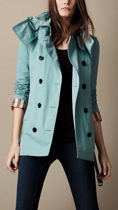 Trench coat corto en nailon y algodón de gabardina con capucha de quita y pon | Burberry