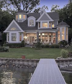 {Weekend Dreaming} Gorgeous Lake House - The Inspired Room. Lots of interior photos of this house, too. {Weekend Dreaming} Gorgeous Lake House - The Inspired Room. Lots of interior photos of this house, too. Dream Home Design, My Dream Home, Style At Home, Haus Am See, House Ideas, Traditional Exterior, Colonial Exterior, Cute House, Tiny House