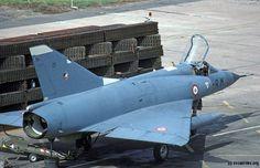 Ambiance de guerre à Creil, avec ces PSP placés pour protéger les IIIC Aviation Civile, Avion Militaire, Aviation Militaire, Histoire, Petite Histoire, Aéronef, Guerre, Aérien, Avion De Guerre