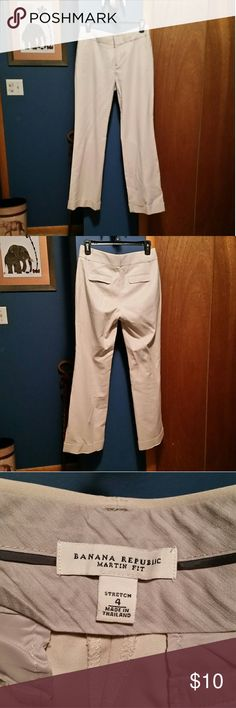 Banana Republic ivory tailored pants In brand new condition. Cuffed hem. Beautiful Martin fit tailored dress pants. Has nice stretch in the material. * Banana Republic Pants Straight Leg