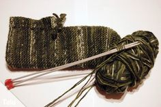 Home Crafts Knit bed socks - Free instructions for simple bed shoes Bed Socks, Simple Bed, Knitting Socks, Knit Socks, Handicraft, Home Crafts, Hair Accessories, Creative, Beauty