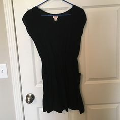 Size small casual black dress Mossimo size small. Worn once. Cinches at the waist AND HAS POCKETS! Dresses