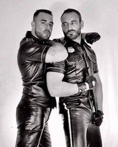 Leather Men Kissing Compilation just 2 guys in leather kissing or hugging Mens Leather Shirt, Tight Leather Pants, Leather Blazer, Leather Gloves, Leather Men, Black Leather, Scruffy Men, Leder Outfits, Men Kissing