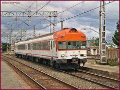 Tren de la serie 432 en Miranda de Ebro