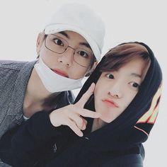 ミ♡ A thread of Taekook's selca. We really need a new selca of them together 😭❤️🧸