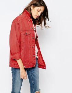 Imagen 1 de Chaqueta vaquera estilo girlfriend en rojo desgastado de ASOS