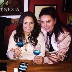 Azul Mediterraneo Blue Chardonnay Wine @cafe_mariana 👏🏼❤️👏🏽🇮🇹🍷 #Azul #blue #bluewine #vino #spain #spain🇪🇸 #natural #chardonnayallday #chardonnay #chardonnayday #azulmediterraneo