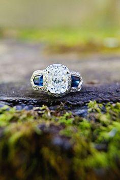 Art deco ring switch the stone arrangement