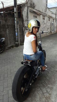 Honda Bobber, Bobber Bikes, Honda Motorcycles, Cafe Racer Helmet, Cafe Racer Girl, Lady Biker, Biker Girl, Scooters, Honda Cub