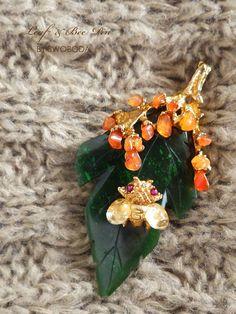 葉っぱと蜂のペンダントトップ&ブローチ SWOBODA(スワボダ)