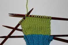 Hvordan strikke sokker til barn – Boerboelheidi Friendship Bracelets, Diy And Crafts, Accessories, Om, Fashion, Threading, Moda, Fashion Styles, Fashion Illustrations