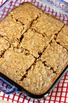 Apple Oatmeal Breakfast Cake - An easy and delicious breakfast or snack idea filled with shredded apples and oatmeal. It's perfect for back to school! Apple Breakfast, Breakfast Cake, Sweet Breakfast, Breakfast For Kids, Breakfast Recipes, Easy Cake Recipes, Apple Recipes, Sweet Recipes, Baking Recipes