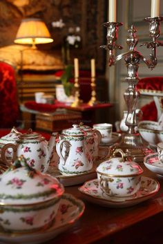 French interior decorator Jacques Garcia and his Chateau le Champ du Bataille English Country Style, Christmas Tea, English Christmas, Victorian Christmas, Holiday, Tea Service, China Patterns, Decoration Table, High Tea