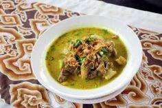 Empal gentong adalah makanan khas masyarakat Cirebon, Jawa Barat. Makanan ini mirip dengan gulai (gule) dan dimasak menggunakan kayu bakar (pohon mangga) di dalam gentong (periuk tanah liat).Daging yang digunakan adalah usus, babat dan daging sapi.
