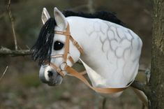Keppihevonen suitsineen Horseshoe Projects, Horse Galloping, Stick Horses, Hobby Horse, Horse Crafts, Horse Stables, Horse Photos, Puzzle Pieces, Elmo