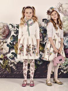Monnalisa Chic childrenswear at Chocolate Clothing. Young Fashion, Fashion Kids, Little Girl Dresses, Girls Dresses, Stylish Outfits, Kids Outfits, Top Mode, Designer Kids Clothes, Embroidery Fashion
