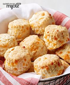 Even a novice baker can make tender, flaky homemade biscuits. Go get some flour, baking powder and cream cheese, and we'll show you how to make our Cheesy PHILLY Biscuits with our recipe. Kraft Recipes, Bread Recipes, Baking Recipes, Scone Recipes, Cheese Recipes, Fall Recipes, Biscuit Bread, Biscuit Recipe, Bread Bun
