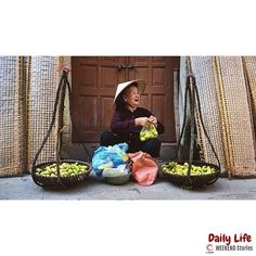 An elderly woman selling #fruits in Thổ Hà village. #BacNinh province.  #Vietnam.  Photo by @nhen99. #VNWeekendStories  #VNDailyLife. ____ by ig_vietnam