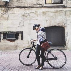 "girlsack: "" Think I found a new picture spot. Bicycle Women, Bicycle Girl, Bicycle Bag, Bike Style, Style Me, Retro Stil, Cycle Chic, Vogue, Look Cool"