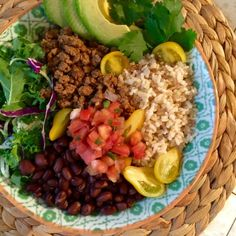 Beyond Beef Fiesta Power Bowl height- Anyone who cares about eating clean, healthy and GOOD tasting food - needs this power bowl in their life! It's so simple to make and good all year round. Vegan Meal Prep, Vegan Vegetarian, Vegetarian Recipes, Healthy Recipes, Vegan Meals, Mexican Recipes, Healthy Eats, Salad Recipes, Power Bowl