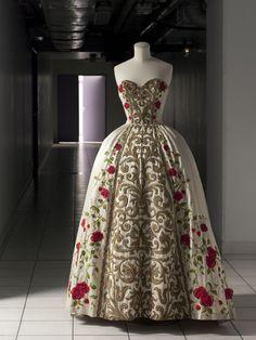 Balmain ball gown, spring/summer 1954 From the Palais Galliera, Musée de la Mode de la Ville de Paris