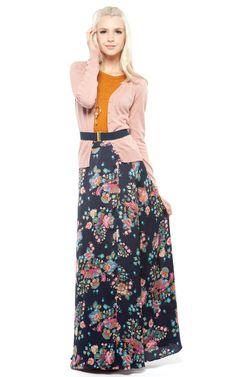 Básico Para quem gosta de um estilo básico e muito feminino, a inspiração é este vestido de algodão, com um caimento semelhante ao chambray, com acessórios discretos. Com botões na frente, estampa …