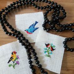 etamin dükkani 35 #kuşlar Small Cross Stitch, Cross Stitch Bird, Cross Stitch Patterns, Tiny Bird, Quilting, Miniatures, Butterfly, Birds, Embroidery