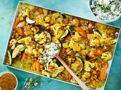 Blumenkohlcurry vom Blech Our popular recipe for cauliflower curry from the tin and more than more free recipes on LECKER. Clean Eating Soup, Clean Eating Recipes, Healthy Eating, Healthy Juice Recipes, Beef Recipes, Vegetarian Recipes, Vegetarian Lifestyle, Cauliflower Curry, Cauliflower Recipes
