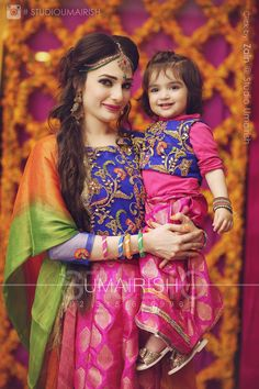 Can anything be a cuter compared to mother and daughter matching dresses? Matching clothes mother and daughter look super cute Mom Daughter Matching Outfits, Mommy Daughter Dresses, Mom And Baby Dresses, Mother Daughter Fashion, Mom Dress, Girls Dresses, Mother Daughters, Eid Dresses, Doll Dresses