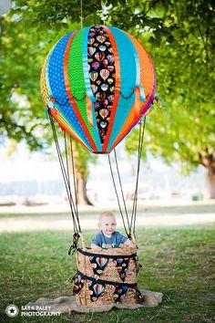 Baby's First Birthday, Kits Beach Birthday Party, Hot Air Balloon theme, Sara Paley Photography, children's portrait photographer. Baby First Birthday, First Birthday Parties, First Birthdays, Balloon Decorations, Birthday Decorations, Diy Hot Air Balloons, Paper Balloon, Air Ballon, Birthday Balloons