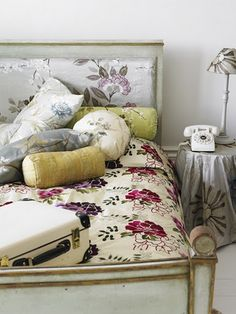 Pretty floral bed