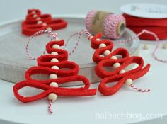 Quick and easy, the tree jewelry made of wide felt cord. Little … – Advent/Weihnachten Quick and easy, the tree jewelry made of wide felt cord. Little … – Advent/Weihnachten – Christmas Crafts For Kids, Felt Christmas, Handmade Christmas, Holiday Crafts, Christmas Holidays, Christmas Ornaments, Hobbies And Crafts, Diy And Crafts, Jewelry Tree