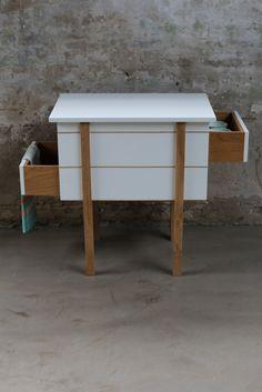 Jolanda van Goor zal in Milaan haar My Granny serie presenteren, bestaande uit een bureautje en twee kastjes. My Granny Cabinet I wordt hier door mij alvast in de spotlight zet.