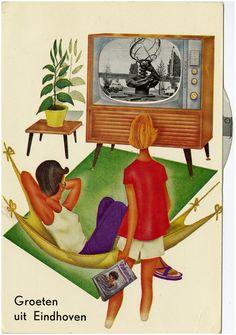 Prentbriefkaart met op de televisie - tv een foto van de 'Zonnewijzer' gemaakt door  Fred Carasso en Louis Kalff
