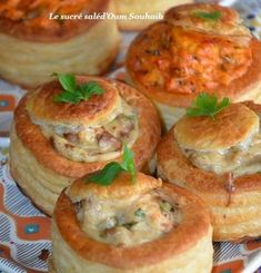 mouthful with chicken mushrooms and béchamel - mexican Cuisine Chicken Pasta Recipes, Healthy Chicken Recipes, Mexican Food Recipes, Healthy Food, Vol Au Vent, Entree Festive, Junk Food, Sauce Béchamel, Bechamel