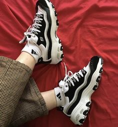 modelos muito legais para o basquete feminino na moda 2018 – - Mode für Frauen Sock Shoes, Cute Shoes, Women's Shoes, Me Too Shoes, Shoes Sneakers, Sneakers Mode, Sneakers Fashion, Souliers Nike, Baskets