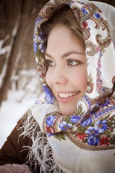 Your girlfriend is Russian or Ukrainian? Read how to build a happy family with her! Russian Beauty, Russian Fashion, Culture Russe, Style Russe, Eslava, Russian Culture, Folk Costume, Beauty Women, Beautiful People