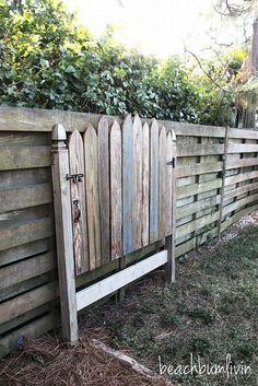 http://beachbumlivin.com Reclaimed Wood Headboard--Fence Gate Awesome beachy headboard!